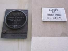 Plaques conmemoratives existents al carrer Montjuïc del Carme cantonada amb Doctor Fortuny